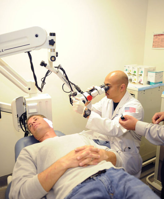 1024px-flickr_-_official_u-s-_navy_imagery_-_sailors_examine_patient_during_residency_at_naval_medical_center_san_diego