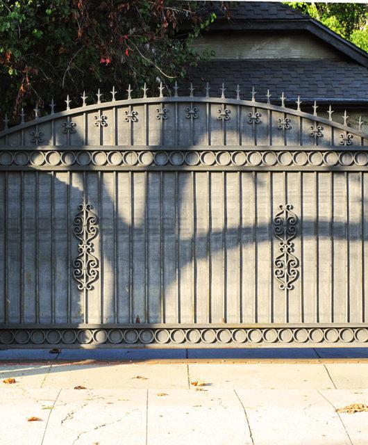 1280px-metal_driveway_gate_hancock_park