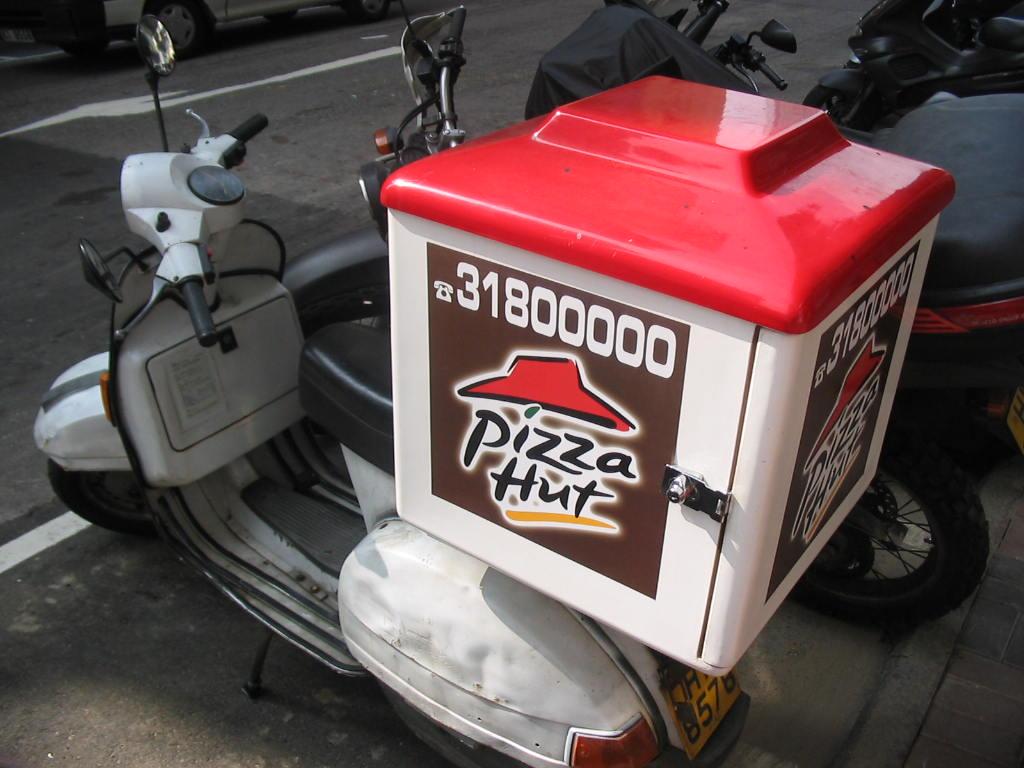 Pizza_delivery_moped_HongKong