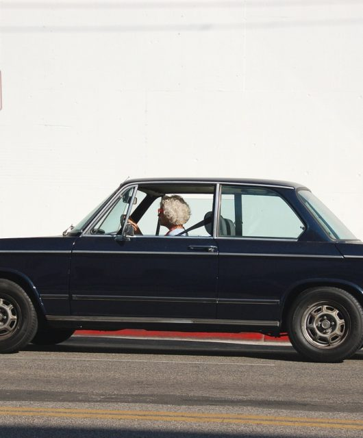 vintage-car-1149230_1280