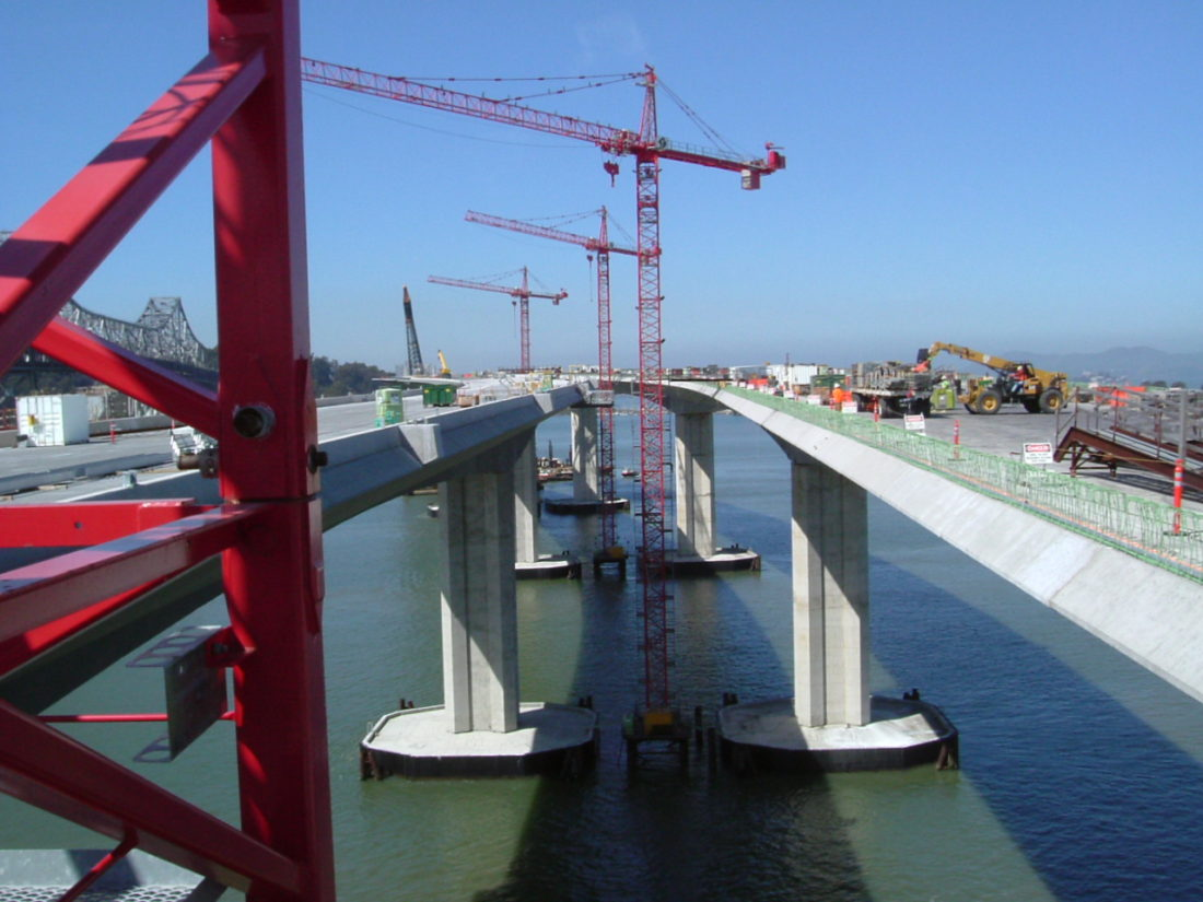 San_Francisco_Oakland_Bay_Bridge_between_the_spans